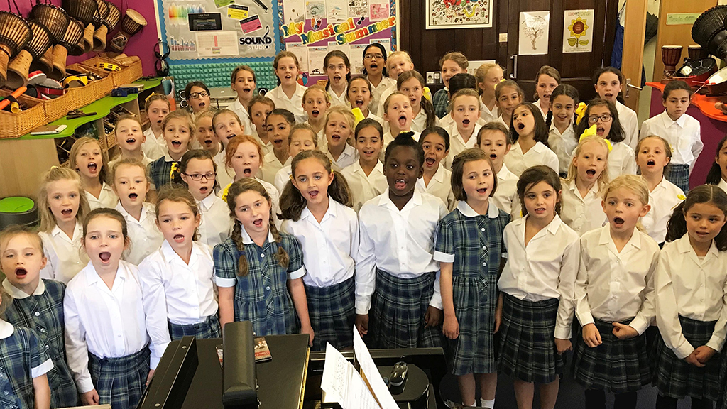 Photo of the Notre Dame School: Bordeaux and Lestonnac Choirs